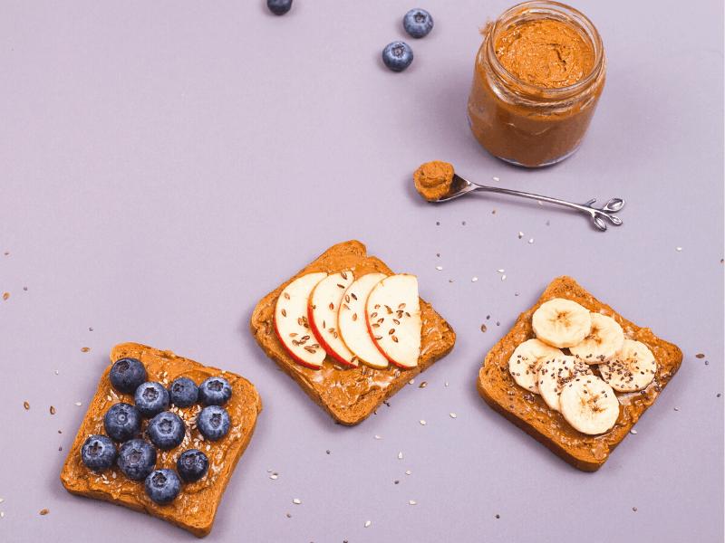 vegane snacks toast mit nussmus